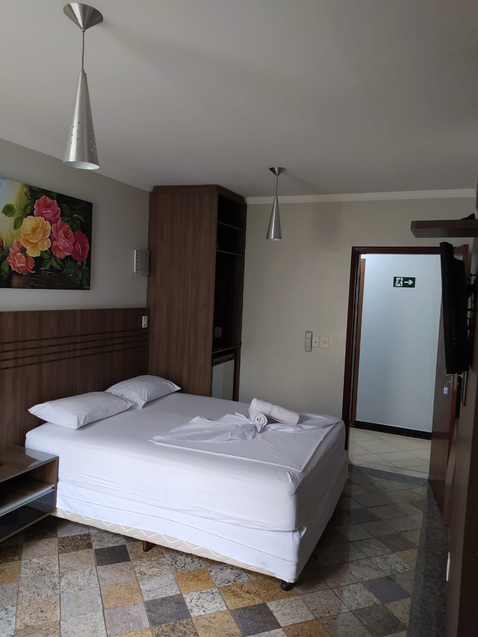 HOTEL-3 ALUGA SE FLATS MOBILLIADOS